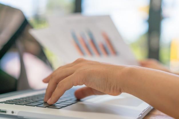 commerce-wykresy-funduszy-danych-finansowych_1232-3833