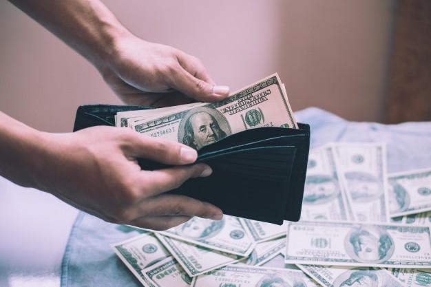 kupować-waluty-euro-finansowy-kieszeń_1150-1138